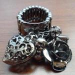 Heart flower dangle stretch ring $9.00