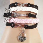 Eiffel tower bracelet $8.00